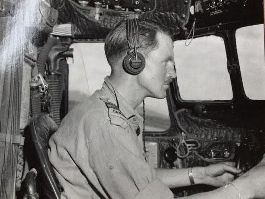 At the controls of a 435 Sqn., Dakota, S/L Bob Clements. - Im Cockpit: Squadron Leader Bob Clements