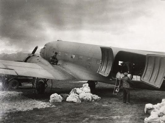 R.A.F. Sqn, Mail drop  - Luftabwurf von Postsäcken