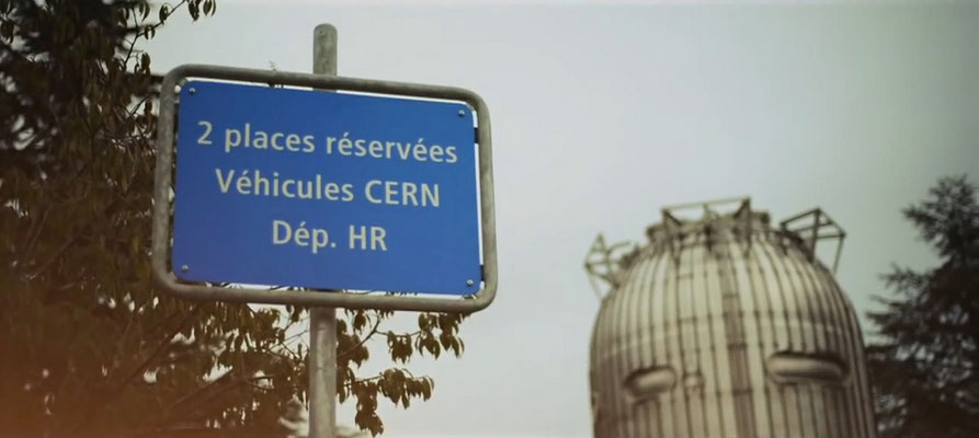 Объявление на паркинге в ЦЕРНе