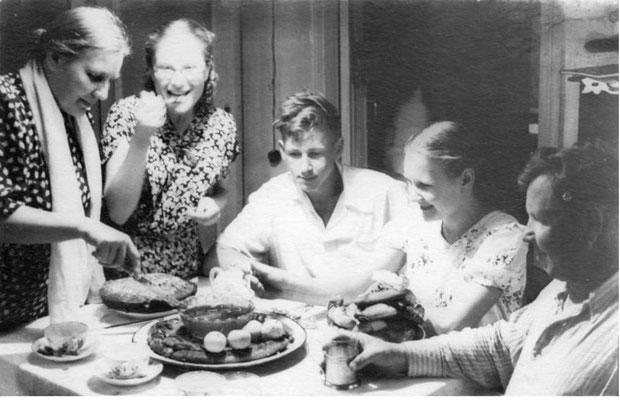 В гостях у родственников в Уфе (1954 год). Владимир Шкунденков