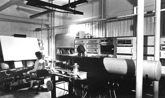 Мониторная сканирующая система АЭЛТ-2/160,  созданная В.Н. Шкунденковым (фото 1986 года)