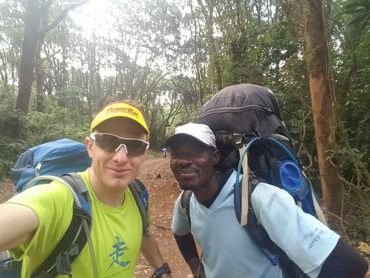 Start der Macheme Route mit jüngsten & leistungsstärksten Guide, welcher uns zum Gipfel begleitete