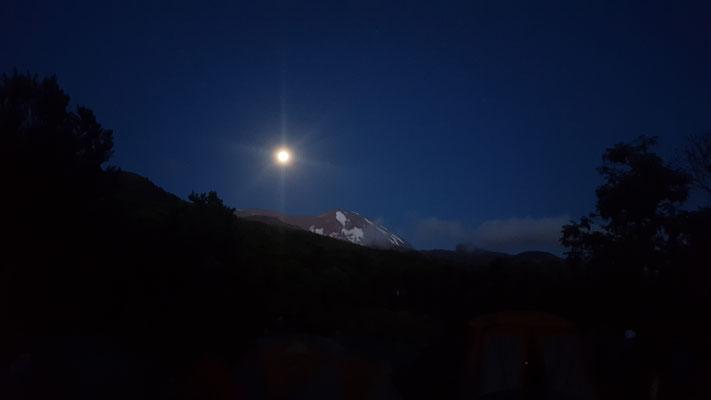 Im Lager I sah man erstemals das Kilimanjaro Massiv