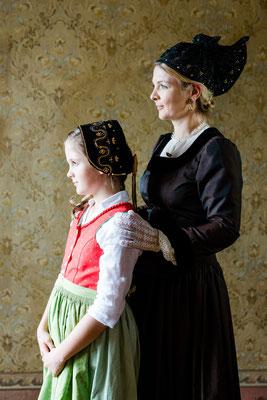 Goldhaubenkleid klassisch und Mädchentracht - Foto: Ernecker Photography