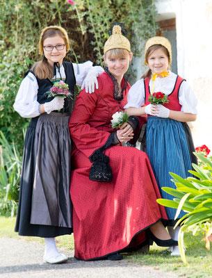 Goldhaubenkleid klassisch und Mädchentrachten - Foto: Petra Kragl Fotografie