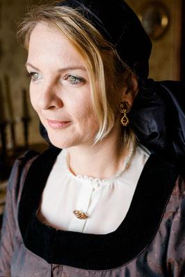 Foto: Ernecker Photography - schwarzseidenes Kopftuch