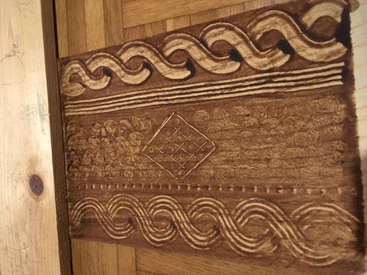 Verschiedene Muster werden auf einem Probestück getestet