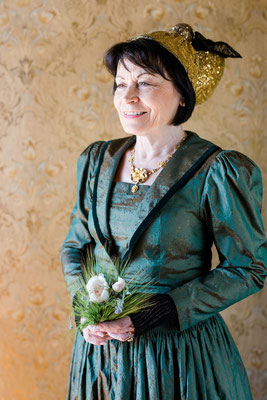 Goldhaubenkleider klassisch - Foto: Ernecker Photography