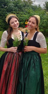 Junge Damen mit Mädchenband - Foto: Goldhaubengruppe Schwertberg