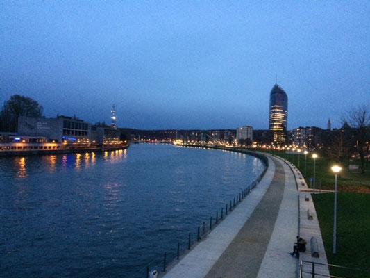 Les quais de Meuse, redessinés en 2016,  invitent au prélassement et à la balade quand il fait beau