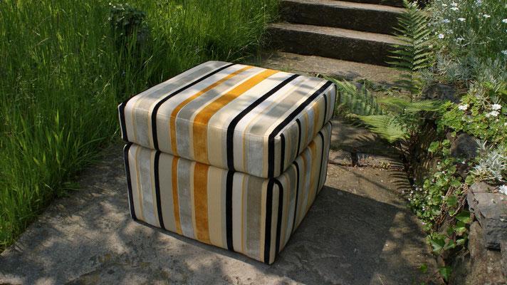 Hocker mit losem Sitzkissen gelb schwarz gestreift