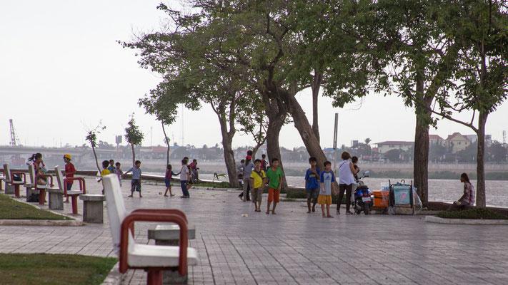 Indochina Memos 2015 - Phnom Penh #7 (Copyright Martin Schmidt, Fotograf für Schwarz-Weiß Fine-Art Architektur- und Landschaftsfotografie aus Nürnberg)