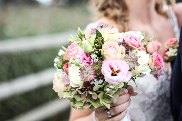 Les Coins Heureux wedding planner Paris et France bouquet de mariée