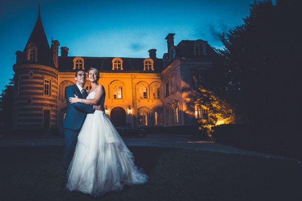 Séance photo couple mariage dans un château
