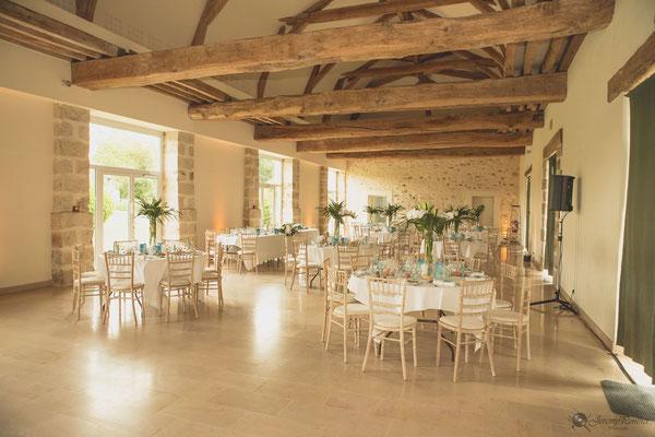 Salle dîner mariage avec poutres apparentes
