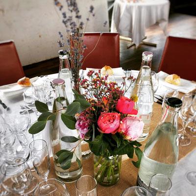 Décoration de table champêtre mariage sur péniche parisienne