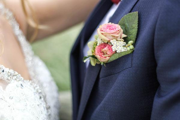 Les Coins Heureux wedding planner Paris et France boutonnière marié