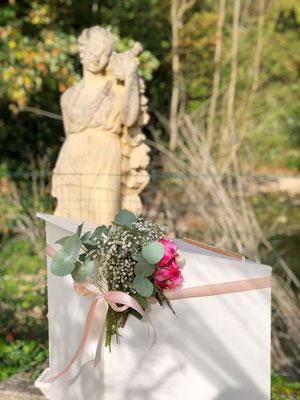 Décoration florale cérémonie laïque mariage : pupitre