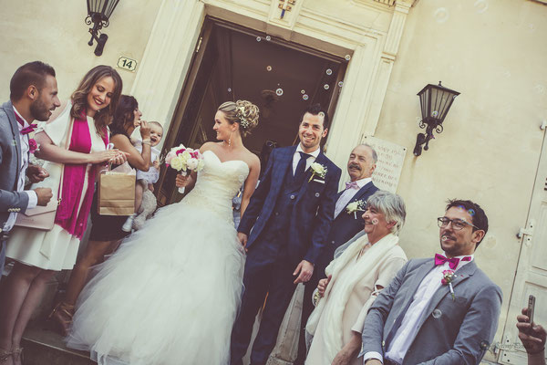 Sortie de la mairie mariage : bulles de savon