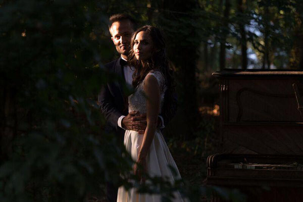 Séance photo de couple en extérieur mariage