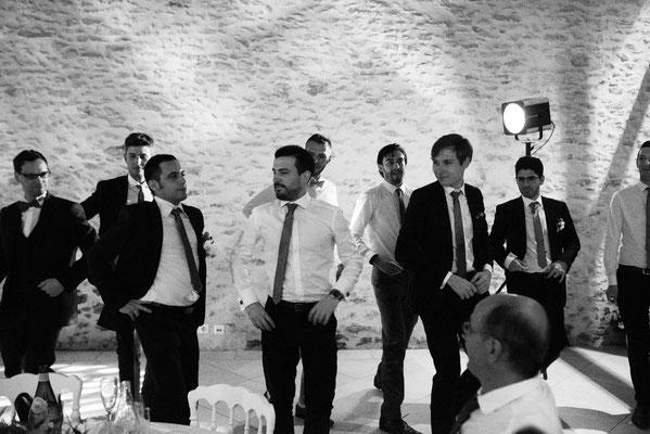 Animation mariage : danse du marié avec ses témoins