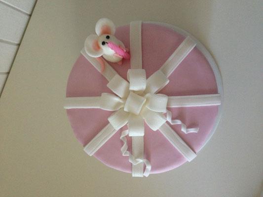 Torta con topolino in pasta di zucchero