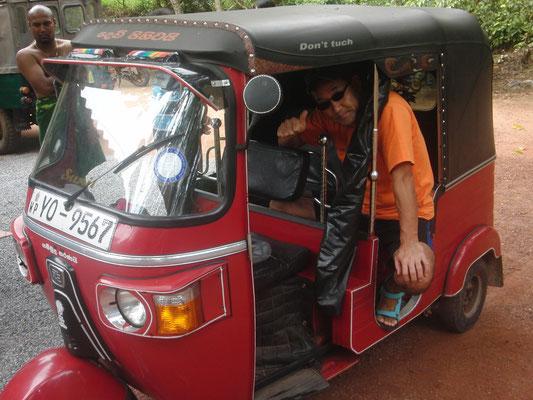 スリランカタクシーに乗車体験!