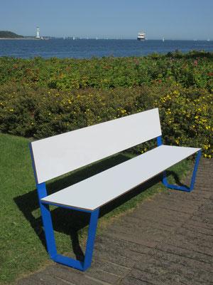 Sitzbank aus HPL und Stahl ohne Armlehnen – Individualdekor und Farbbeschichtung möglich!