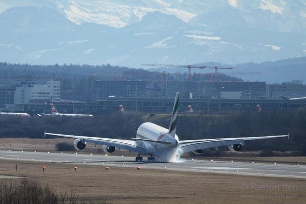 Touchdown A380 der Emirates Flughafen Zürich