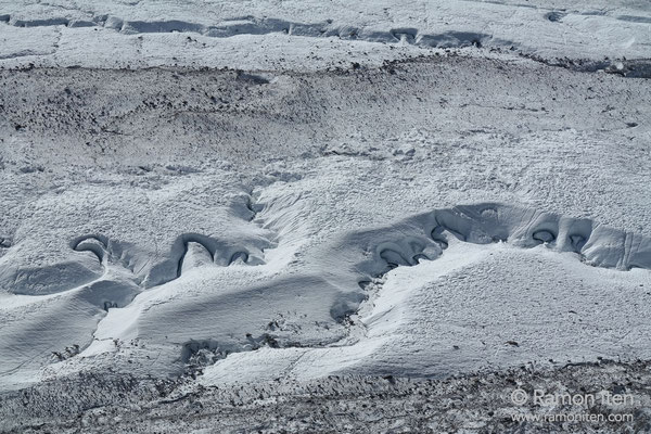 Gefrorene Mäanderlandschaft unterhalb Gornergrat