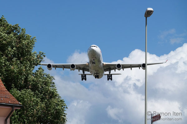 Landeanflug A340 der swiss Flughafen Zürich