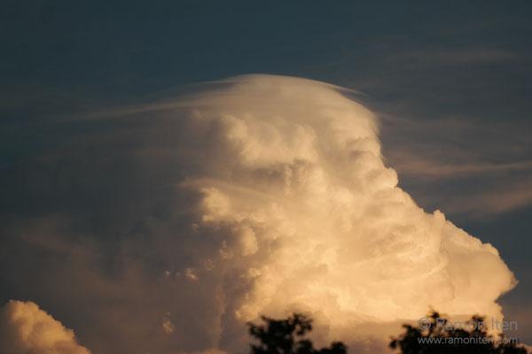 Pileus cloud
