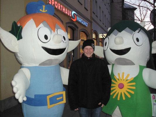 Ein Augenblick mit Fine und Nemo auf dem Weihnachtsmarkt 2012 /// Foto: Passant