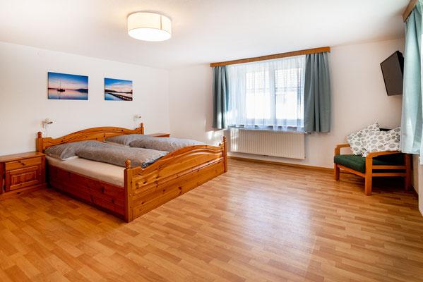 großzügiges Doppelzimmer FEWO Nussbaum