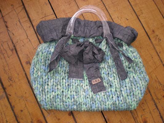 sac tricoté et doublure jean