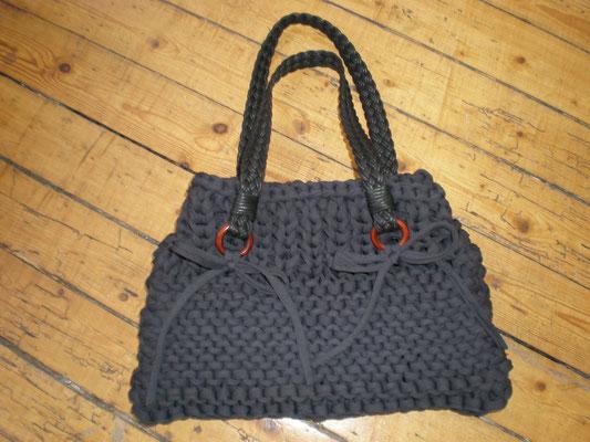 sac tricoté avec ances tressés