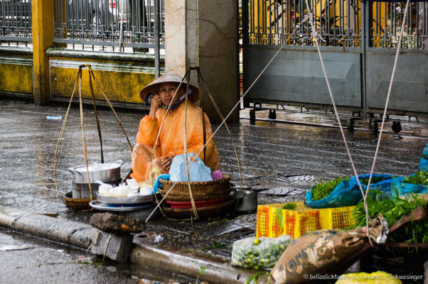 lady selling her goods in the roads of Hoi An