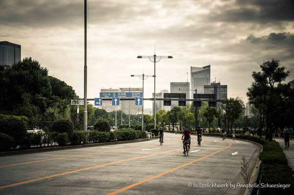 Ginza's road on a Sunday - free for cyclists