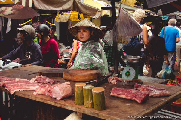 lady selling her goods at the market in Hoi An