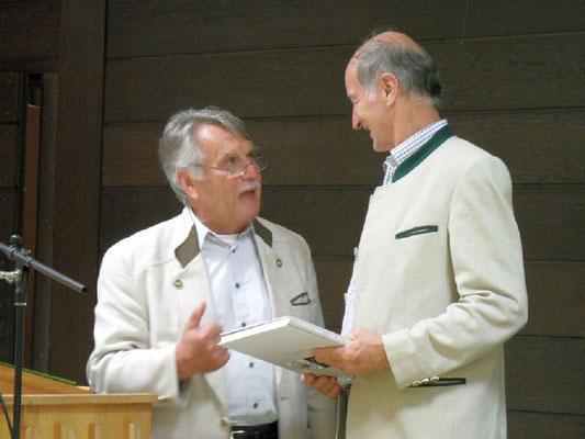 Hans Fetsch mit Gastreferent Rupert Mayr, Landesobmann von 113 Obst- und Gartenbauvereinen in Tirol