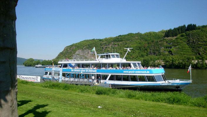 mit dem Schiff zum Andernacher Geysir