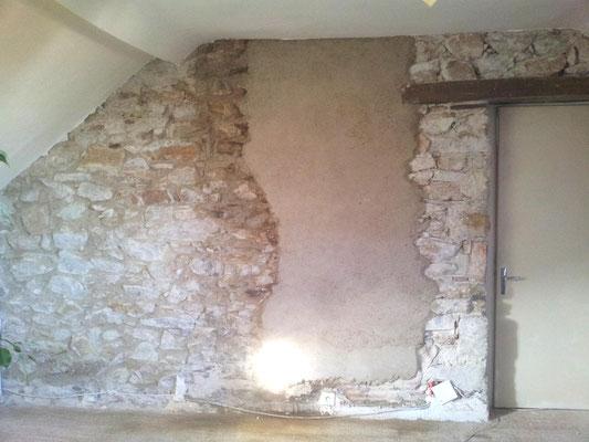 Mur de pierre avec enduit à la chaux