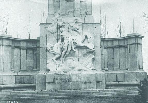 Monuments au morts, cimetière du Sud à Lille ©Gallica