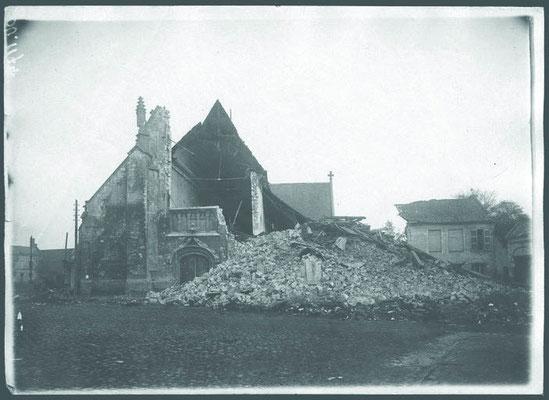 La Collégiale Saint Piat après le dynamitage du 15 octobre 1918 ©Ministère de la culture