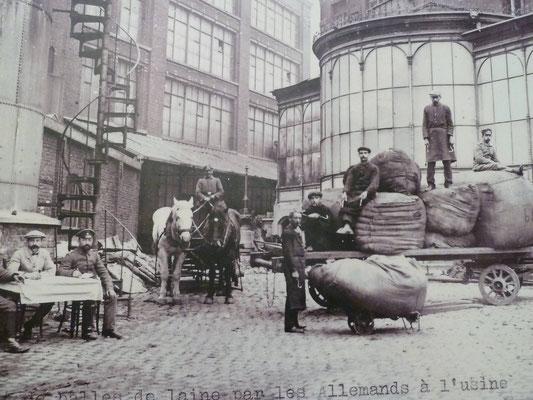 Réquisition de laine dans une filature de Roubaix 1914-1918 ©ADN