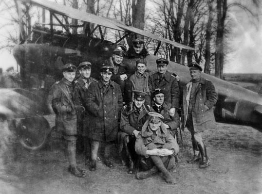 """Le """"Cirque aérien"""" avec Manfred et Lothar von Richthofen le 23 Avril 1917 (Bundesarchiv_Bild_183-2004-0430-501)"""
