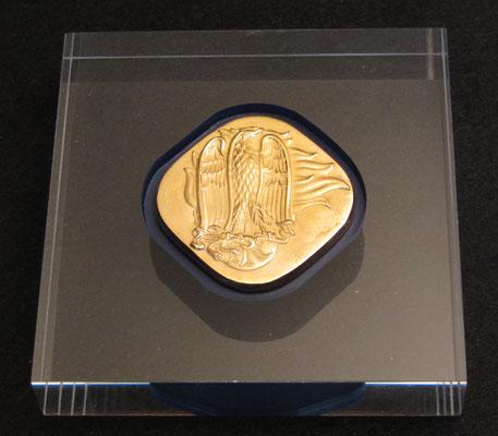 // art. ROS_PLX // - // Placca in argento 800/1000 dorato galvanicamete a spessore su base in plexiglas // - // Dimesioni base cm. 10x10 dimensioni placca cm. 5x5 peso argento gr. 15,00 //