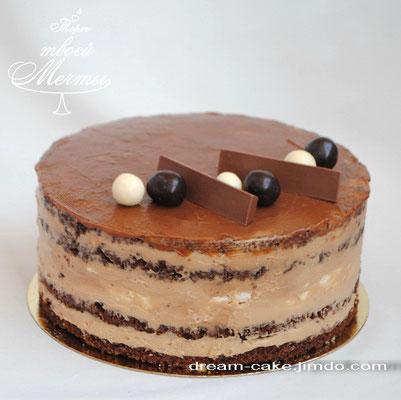 Шоколадный торт с прослойкой безе.