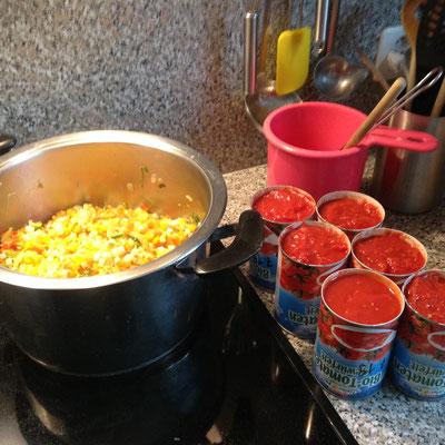 Tomaten gewürfelt bereitgestellt