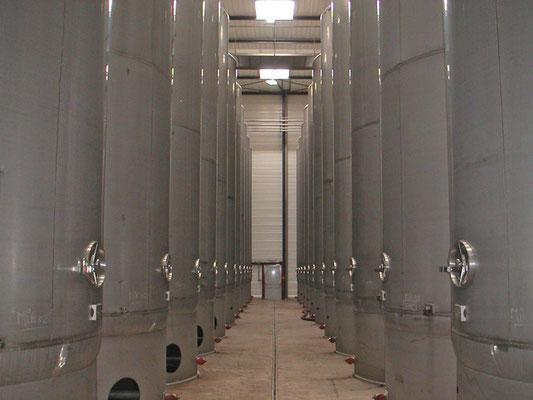 Eau de Vie-Tanks, Foto von Distilleries Peureux